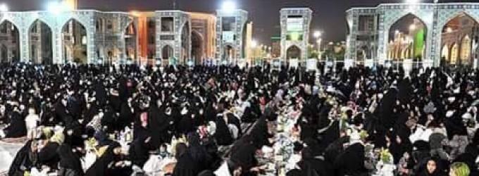 En images : 12 000 personnes invitées chaque nuit de ce mois béni de Ramadhan pour rompre le jeûne dans le Mausolée de l'Imam Reda à Mashaad (Iran)