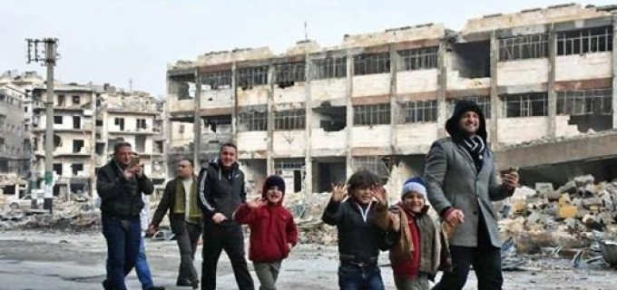 Le retour progressif des habitants d'Alep dans leur quartier après la Victoire de l'Armée Arabe Syrienne et de ses alliés sur les terroristes