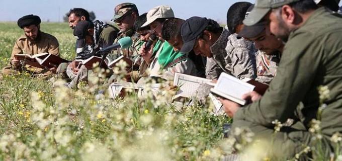 [En images] | Des combattants Irakiens qui récitent le Coran en groupe avant d'aller combattre les terroristes salafistes de Daesh.