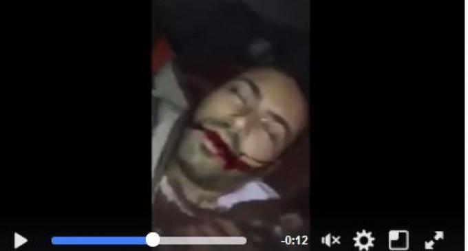 [Vidéo] | Les sauvages soldats de l'occupation sioniste abattent un Palestinien sous les yeux de sa mère