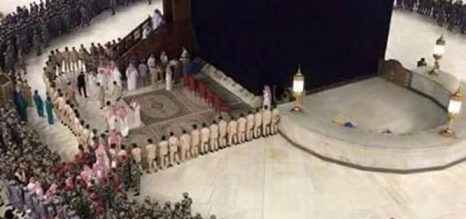 Regardez lorsqu'un membre de la famille maudite des Saouds accomplit les rites de la Omra (petit pèlerinage)…