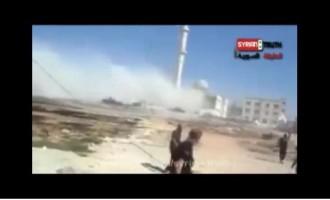 VIDÉO : Les terroristes wahhabites salafistes détruisent une mosquée en Syrie aux cris d'Allah Akbar !