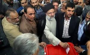 Les candidats à la 12ème élection présidentielle iranienne ont votés tôt ce matin1