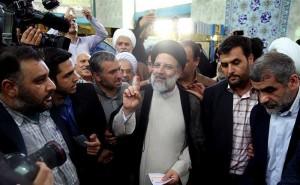 Les candidats à la 12ème élection présidentielle iranienne ont votés tôt ce matin2