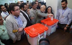Les candidats à la 12ème élection présidentielle iranienne ont votés tôt ce matin6