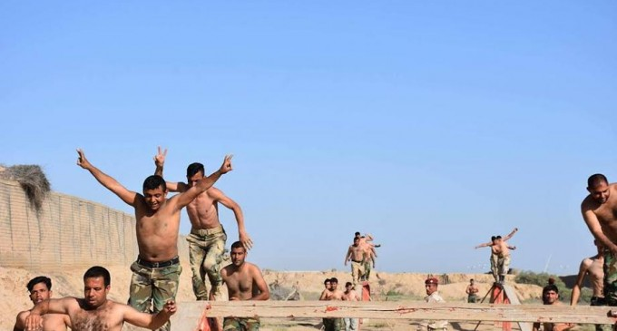 En images : Les combattants de la Mobilisation Populaire irakienne s'entraînent avant d'aller combattre les terroristes salafistes de Daesh