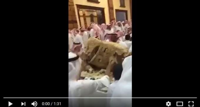 [Vidéo]   Festins de rois en Arabie saoudite, les 3/4 s'en vont à la poubelle