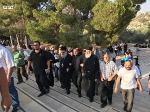 Chrétiens et Musulmans célèbrent la défaite d'Israël à la bataille de la mosquée Al-Aqsa alors qu'Israël est contraint de ré-ouvrir les portes1