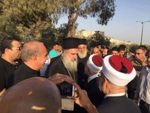 Chrétiens et Musulmans célèbrent la défaite d'Israël à la bataille de la mosquée Al-Aqsa alors qu'Israël est contraint de ré-ouvrir les portes2