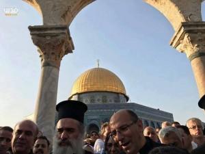 Chrétiens et Musulmans célèbrent la défaite d'Israël à la bataille de la mosquée Al-Aqsa alors qu'Israël est contraint de ré-ouvrir les portes3