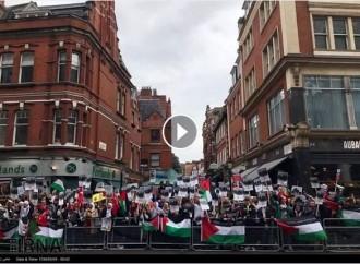 [Vidéo] | Les Londoniens se sont retrouvés dans les rues de la capitale pour protester contre l'occupation illégale de la Palestine et pour soutenir le peuple palestinien