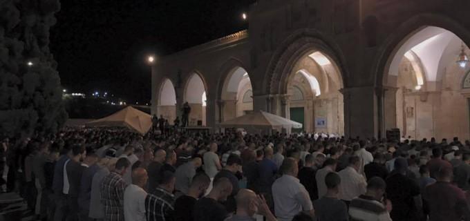 Voici des images MAGNIFIQUES de la prière du Isha hier à la mosquée d'Al Aqsa