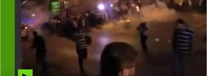 VIDÉO CHOC : Regardez comment la police israélienne interrompt la prière près d'al-Aqsa par des grenades assourdissantes