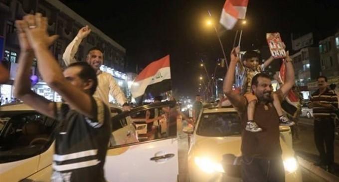 En images : Les habitants de Bagdad célèbrent la libération de Mossoul… Que voulez-vous dire à cette occasion ?