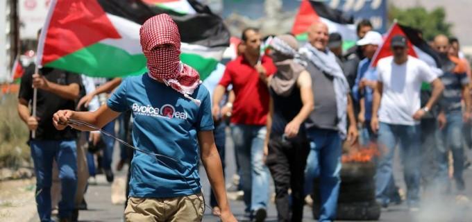 les palestiniens organisent des manifestations dans plusieurs villes de Cisjordanie, à l'appui de la récente vague de protestation à Al Aqsa. Les photos sont de la région de Naplouse