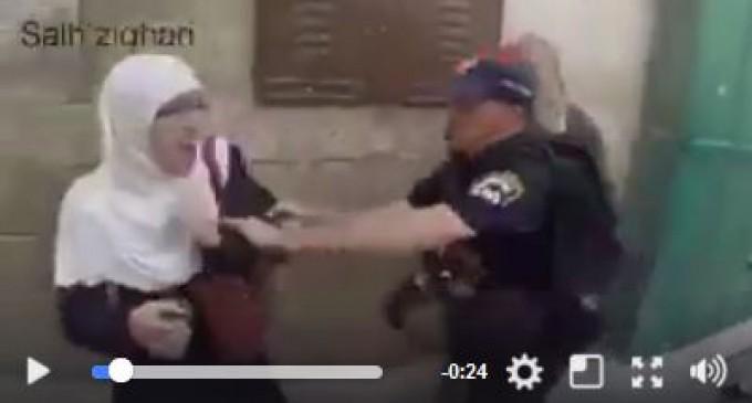 N'arrêtez jamais de partager cette vidéo ! Montrez au monde la brutalité de l'armée d'occupation israélienne contre les serviteurs palestiniens sans défense