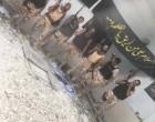 En images : les lâches soldats saoudiens s'exhibent fièrement dans une Husseiniya Al Awamiyah…écrasant un cadre du martyr Sheikh Al Nimr