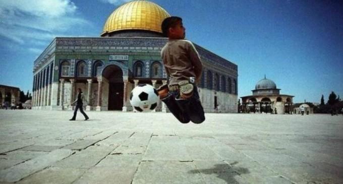 La cour suprême israélienne interdit aux enfants Palestiniens de jouer au football sur l'Esplanade des Mosquées