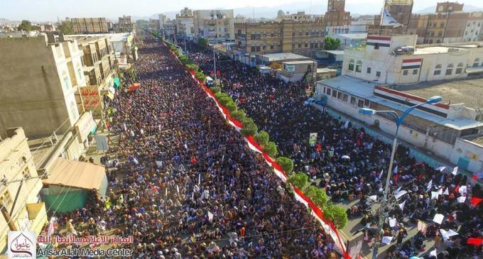 En images : manifestation monstre à Saada (Yémen) pour commémorer le martyre de l'Imam Hussein (AS) – Petit fils du Prophète (P)