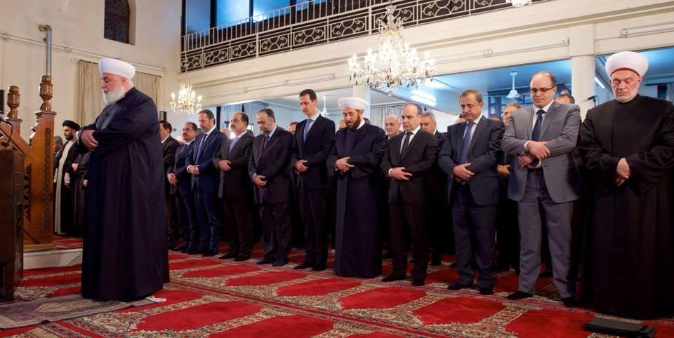 Le Président Syrien Bachar Al Assad participe à la cérémonie de célébration de la Naissance du Prophète Mohammed (P) dans une mosquée à Damas