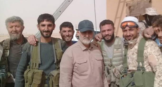 Le général iranien Qassem Soleimani actuellement à la frontière Syro-Irakienne avec les combattants syriens et irakiens…