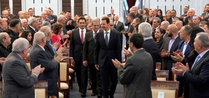 En image : Le président syrien Bachar Al Assad a accueilli aujourd'hui les participants au «forum arabe pour faire face à l'alliance réactionnaire américano-sioniste et de soutien à la résistance palestinienne» qui se tiendra à Damas en présence d'un ensemble de forces et d'événements patriotes et arabes..