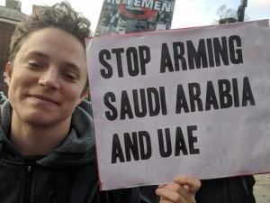 En images, les britanniques manifestent devant les ambassades saoudienne et des EAU pour condamner le massacre du peuple Yéménite&