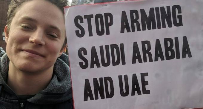 En images, les britanniques manifestent devant les ambassades saoudienne et des EAU pour condamner le massacre du peuple Yéménite