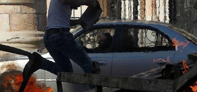 Résistez pour exister les jeunes palestiniens sont confrontés aux forces d'occupation israéliennes à l'entrée nord de Bayt laḥm, Cisjordanie occupée.