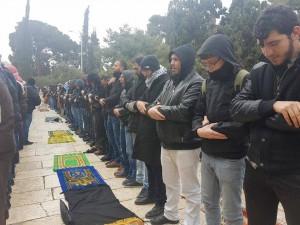 25 000 fidèles accomplissent la Prière du Vendredi dans la mosquée d'Al-Aqsa à Jérusalem occupée2