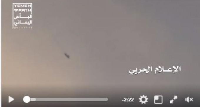 Regardez la chute du chasseur Tornado saoudien près de Sa'ada après avoir été frappé par la défense aérienne du Yéménite