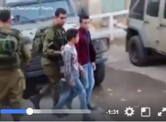Voici Hasan (17 ans). Il était l'un des 12 000 enfants arrêtés dans les prisons israéliennes.