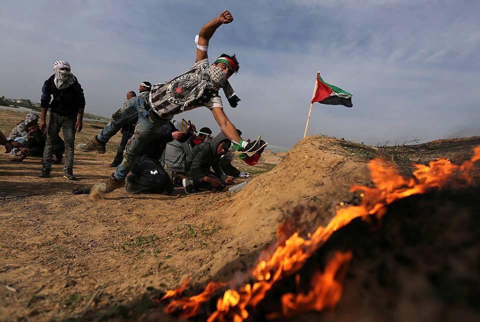 Les Palestiniens font face aux forces d'occupation, le long de la frontière de la bande de Gaza avec la Palestine occupée, le dixième vendredi de rage.1