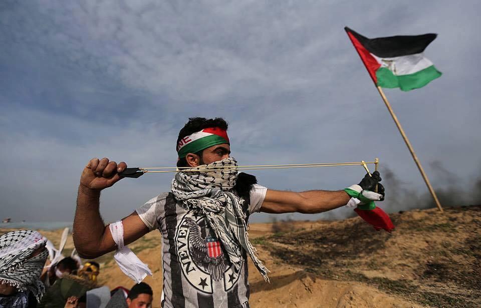 Les Palestiniens font face aux forces d'occupation, le long de la frontière de la bande de Gaza avec la Palestine occupée, le dixième vendredi de rage.2