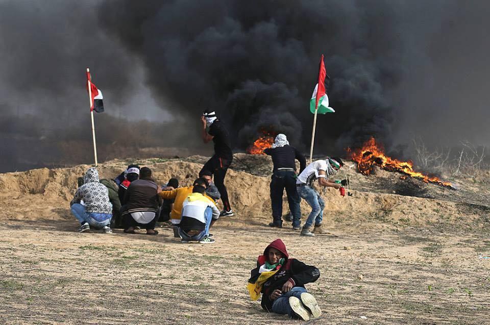 Les Palestiniens font face aux forces d'occupation, le long de la frontière de la bande de Gaza avec la Palestine occupée, le dixième vendredi de rage.3