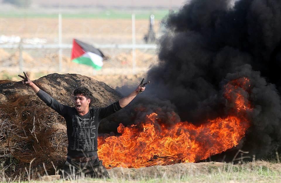 Les Palestiniens font face aux forces d'occupation, le long de la frontière de la bande de Gaza avec la Palestine occupée, le dixième vendredi de rage.4