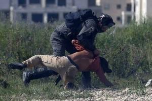 C'est ainsi que les forces israéliennes ont traité un militant allemand qui venait juste de participer à une manifestation palestinienne.1
