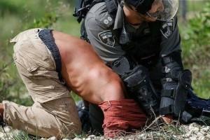 C'est ainsi que les forces israéliennes ont traité un militant allemand qui venait juste de participer à une manifestation palestinienne.2
