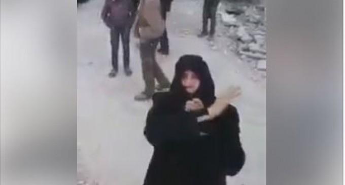 Ecoutez cette vieille femme courageuse qui décrit la situation dans la Ghouta