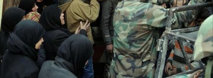 Photos – L'Armée Arabe Syrienne apporte une aide aux personnes dans la Ghouta orientale