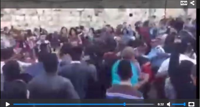 Les Israéliens attaquent des chrétiens palestiniens venus de célébrer le Dimanche des Rameaux à Jérusalem
