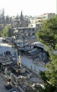 Les habitant de Hamuriyah et de Saqba dans la Ghouta orientale élèvent le drapeau syrien au milieu de leur ville et sortent dans les rues dans des manifestations pro-Syriennes.2