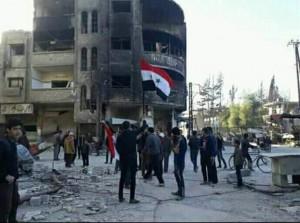 Les habitant de Hamuriyah et de Saqba dans la Ghouta orientale élèvent le drapeau syrien au milieu de leur ville et sortent dans les rues dans des manifestations pro-Syriennes.3