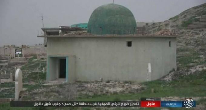 Les terroristes de Daesh détruisent le mausolée d'un saint soufi dans le sud de Kirkouk (photos)