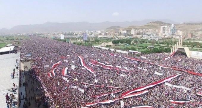 Manifestation monstre aujourd'hui à Sanaa pour commémorer le 3ème années de l'agression par la coalition arabo-sioniste contre le Yémen !