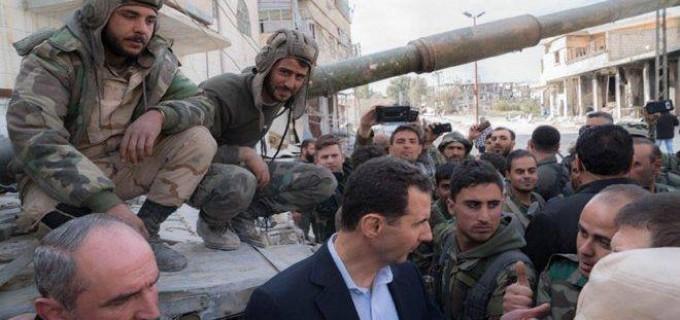 Sur les lignes de feu dans la Ghouta orientale .. le Président Bachar al-Assad avec les héros de l'Armée Arabe Syrienne