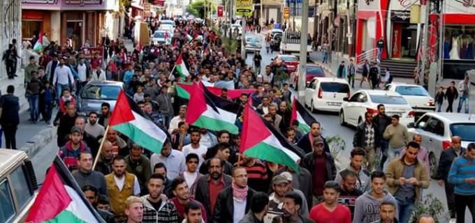 Des centaines d'habitants de Gaza sont sortis dans la rue aujourd'hui pour protester contre le siège arbitraire israélien imposé à la bande de Gaza au milieu de la détérioration de la situation humanitaire