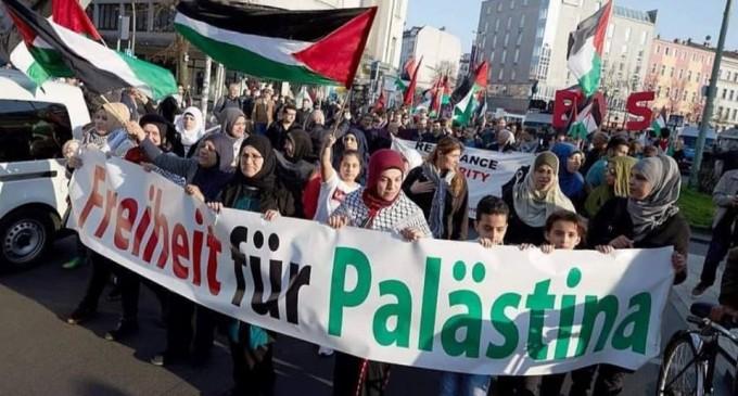 Une marche massive à Berlin en soutien à Gaza et condamnant le silence de la communauté internationale envers les crimes d'Israël
