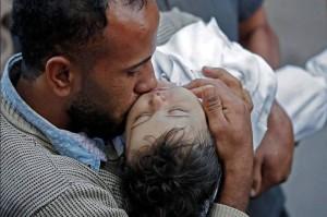 Le Bébé Palestinien de 8 mois Leila Ghandour e1st décédée en inhalant des gaz lacrymogènes lancés par les forces d'occupations israéliennes..! 1