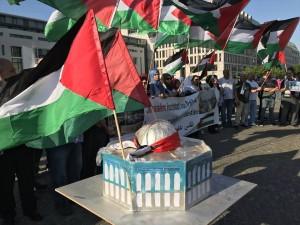 Une manifestation à Wuppertaler, en Allemagne, en condamnation du massacre israélien 1